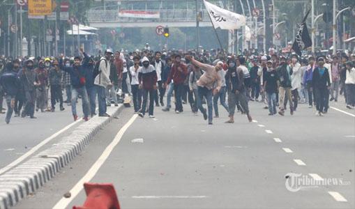 Aksi Demo Berujung Ricuh, Polisi: FPI Tolong Bantu, Kita Kerja Sama