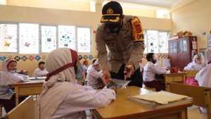 Kunjungi SD Unggul, Kapolres Aceh Selatan Himbau Murid Pakai Masker