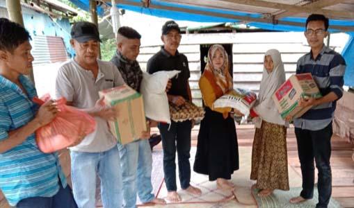 Anggota DPRK Simeulue Rita Diana Ber'eh Beri Bantuan Kepada Warga