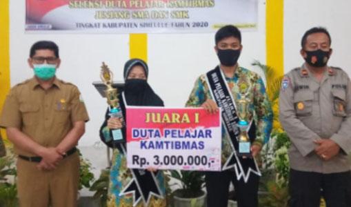 Dwi Aulia Rahman dan Aisyiah Duta Pelajar Kantibmas Simeulue