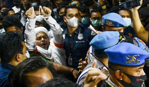STOP PRESS! Habib Rizieq Imam Besar FPI Resmi Ditahan