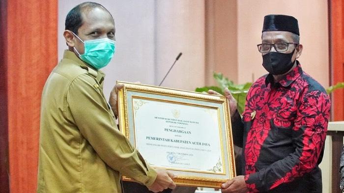 Keempat Kalinya, Pemkab Aceh Jaya Kembali Terima Penghargaan Sebagai Kabupaten Peduli HAM