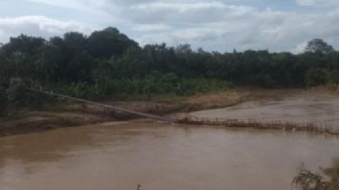 Jembatan Gantung Putus, 9 Warga Jadi Korban dan Tercebur ke Sungai