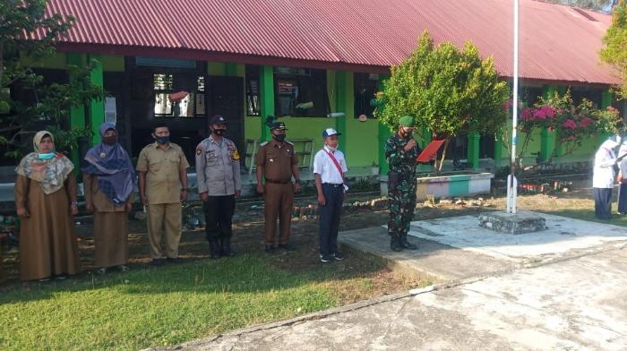 Danramil 02 Lhok Kruet Aceh Jaya Menghimbau kepada Siswa Siswi Agar Menjauhi Narkoba
