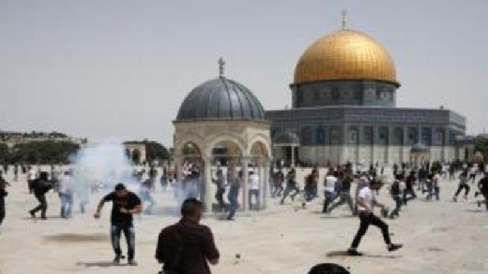 Polisi Israel Serang Warga Palestina Sedang Shalat10 Orang Terluka