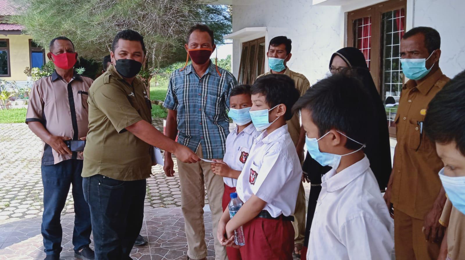 PT BSP Salurkan Beasiswa kepada Murid dari Keluarga Kurang Mampu