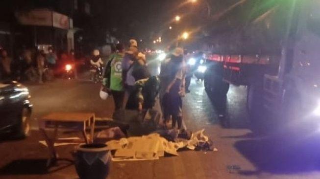 Mayat Pria luka di Kepala dan Tangan Patah Tergeletak di Jalan