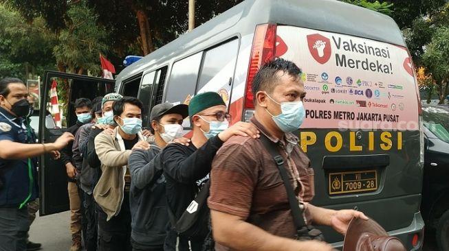 Simpatisan Habib Rizieq Diamankan, Polisi: Ada yang Bawa Sajam