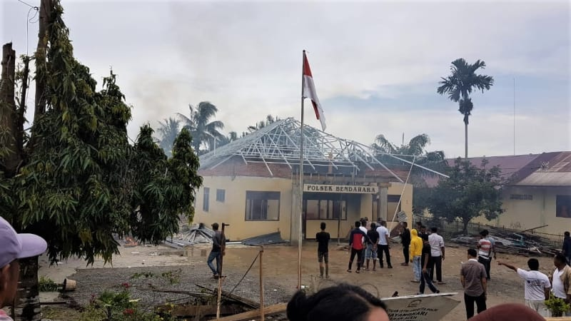 VIDEO: Detik-Detik Pembakaran Polsek Bendahara, Aceh Tamiang